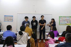 Mở lớp ngoại ngữ miễn phí cho kiều bào tại Lào