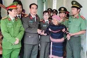 Công an tỉnh Gia Lai nhận phụng dưỡng Mẹ Việt Nam anh hùng Puih Krơn
