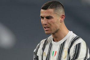 Ronaldo tịt ngòi, Juventus thảm bại trong trận đấu thiếu người