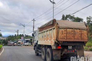 Đắk Nông: Xe cơi nới thành thùng, chở 'có ngọn' tung hoành khắp phố