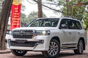 Toyota Land Cruiser VXS Executive Lounge 2021 đầu tiên Việt Nam có gì để thuyết phục nhà giàu Việt 'xuống tiền' hơn 6 tỷ đồng?