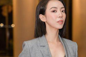 Tiến Luật chạy show 'Ký ức vui vẻ', Thu Trang xuất hiện 1 mình vẫn đẹp sang chảnh
