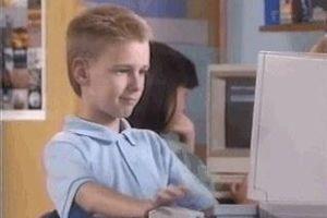 Nhân vật trong meme 'cậu bé giơ ngón cái' giờ ra sao