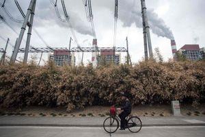 Sau đại dịch và lũ lụt, Trung Quốc lại chật vật với cảnh mất điện