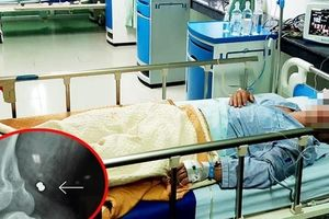 Cứu sống người đàn ông bị 'đạn lạc' găm vào đùi ở Quảng Nam