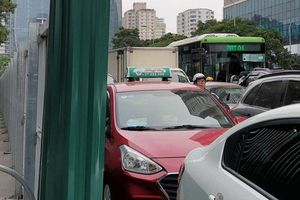Cần chủ động giải pháp chống ùn tắc trước khi rào chắn đường