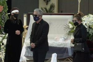 Lí do các nghệ sĩ không ôm hôn, vỗ về nữ ca sĩ Phương Loan trong suốt lễ tang của cố nghệ sĩ Chí Tài?