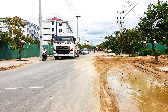 Dự án Bệnh viện Ung bướu: Nhà thầu thi công không bảo đảm vệ sinh môi trường