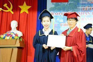 Trao giấy chứng nhận khóa đào tạo tiếng Việt cho lưu học sinh Lào