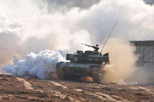 Chuyên gia quân sự phân tích về tình huống xe tăng Trung Quốc tiến vào đường phố Đài Loan