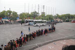 Người dân Phú Thọ xếp hàng mua vé cổ vũ ĐTQG và U22 Việt Nam