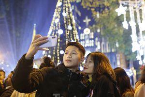 Lung linh đêm Giáng sinh tại Hà Nội