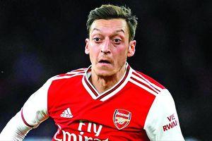 Arsenal chìm', Mesut Ozil muốn giúp