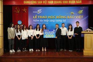 Bảo Việt đồng hành cùng sinh viên kinh tế