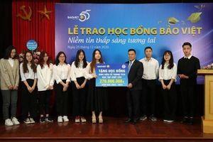 Học bổng 'Bảo Việt - niềm tin thắp sáng tương lai' đồng hành cùng sinh viên trường Đại học Kinh tế Quốc dân