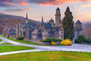 Những lâu đài huyền diệu trên đỉnh đồi nước Đức