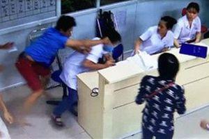 Bác sĩ bị người nhà đánh: Khởi tố người đánh