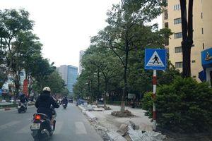 Chuyện lát vỉa hè ở Hà Nội: Đá vĩnh cửu chết yểu vì lỗ hổng quản lý