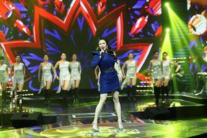 Hồ Quỳnh Hương hát nhạc Xuân tại Gala Giai điệu Kết nối