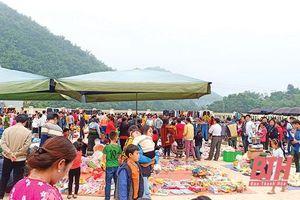 Các huyện biên giới đẩy mạnh hoạt động thắt chặt tình hữu nghị Việt – Lào