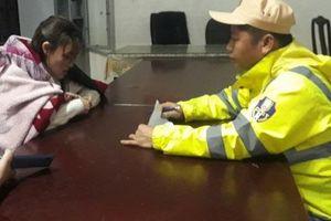 Công an Thừa Thiên - Huế lao mình xuống sông cứu người trong đêm đông lạnh giá