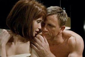 Gemma Arterton ân hận khi đóng Bond girl