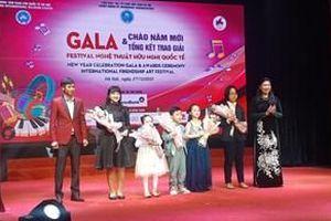 Sôi động Gala Chào Năm mới và tổng kết trao giải Festival nghệ thuật hữu nghị quốc tế