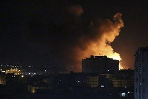 Israel ném bom Dải Gaza, trả đũa cho 'cơn mưa tên lửa' ngày Giáng sinh
