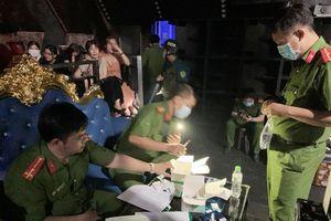 Đột kích quán bar ở Bình Dương, phát hiện hàng chục nam nữ phê ma túy