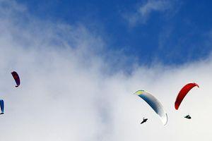 100 phi công lượn trên đỉnh Putaleng ở Lai Châu