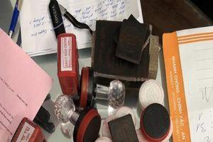 Đồng Nai: Triệt phá đường dây làm giả hàng trăm con dấu và giấy tờ giả