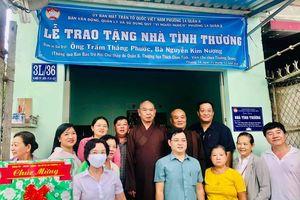 Nhiều chùa, nhóm từ thiện xây cầu nông thôn, nhà, tặng quà