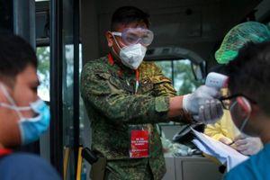 Bộ trưởng Philippines được tiêm vaccine Covid-19 chưa cấp phép