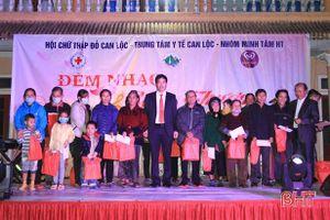 Hơn 100 triệu đồng đến với bệnh nhân nghèo Can Lộc trong 'Đêm nhạc yêu thương'
