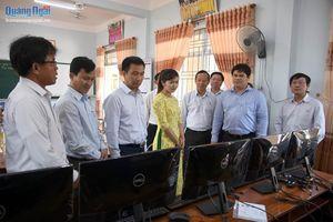 Tổng Công ty Truyền tải điện Quốc gia trao tặng máy tính cho các trường học