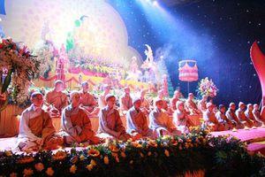 Đêm hoa đăng vía Phật A Di Đà tại chùa Từ Xuyên