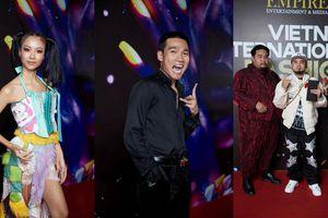 Dàn rapper Việt đổ bộ thảm đỏ VIFF – 'Lão đại' Wowy, 'chị đại' Suboi, rapper Hành Or, Táo, Hưng Joker Rock lên đồ cực ngầu
