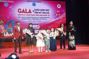 Sôi nổi Đêm Gala chào năm mới và trao giải Festival nghệ thuật hữu nghị quốc tế