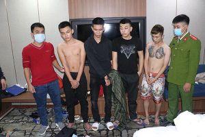 Nhóm nam, nữ tổ chức 'bay lắc' trong khách sạn