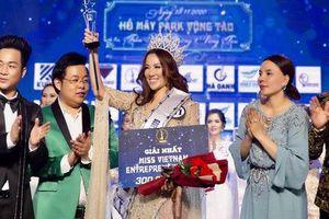 'Hoa hậu' tố Ban tổ chức lừa đảo