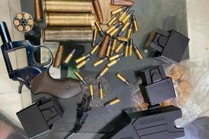 Cãi nhau với vợ, 'ma men' nổ 2 phát súng để đe dọa