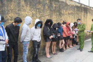 Phát hiện 12 nam, nữ sử dụng ma túy tại quán hát Karaoke làng