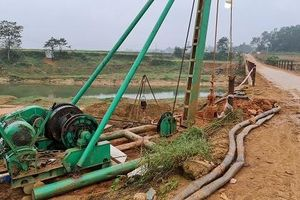 Thi công 'chui' cầu Lộc Yên ở Hà Tĩnh: Chủ tịch huyện yêu cầu tháo cọc nhồi và dầm cầu