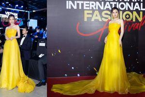 Diện váy của NTK Hoàng Minh Hà, Midu lộng lẫy như bông hoa rực rỡ trên thảm đỏ