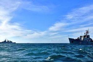 Tàu chống ngầm Petya Việt Nam phối hợp cùng Kamorta Ấn Độ