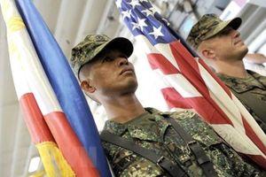 Bộ trưởng Philippines nói về việc tiêm vắcxin 'lậu' cho binh lính
