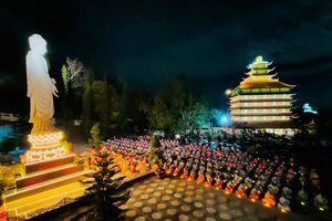 Thiêng liêng đêm hoa đăng tại chùa Vạn Linh