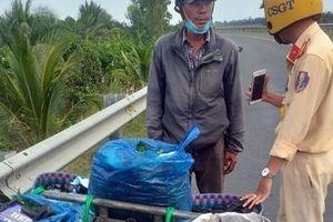 Giấu 1.800 gói thuốc lá lậu trong túi rau quả