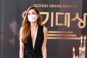 Dàn mỹ nhân đeo khẩu trang trên thảm đỏ KBS Drama Awards 2020