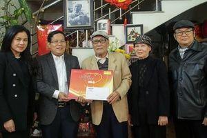 'Mai vàng nhân ái' thăm và tặng quà NSƯT Nguyễn Hồng Minh